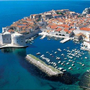 Почему туристы едут в Хорватию на автомобилях и автобусах, но игнорируют единственный чартер?