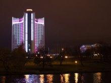 Здание гостиницы «Беларусь» украсили вечерней подсветкой