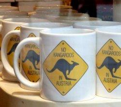 Турысты шукаюць кенгуру ў Аўстрыі, а фанаты блытаюць Будапешт з Бухарэстам