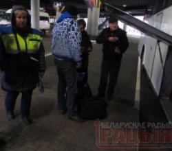 На новым мінскім аўтавакзале патрабуюць аплату за прыватныя рэчы пасажыраў?