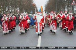 Парад Дедов Морозов в Беловежской пуще (фото)