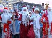 300 Дедов Морозов и Снегурочек зажгли новогоднюю иллюминацию в Гродно