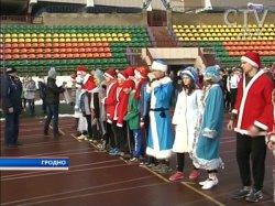 Бегом, вприпрыжку, иногда шагом – в Гродно прошёл забег Дедов Морозов