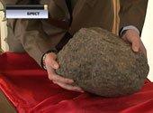 Строитель обнаружил у дворца Сапегов космическое тело, которое учёные искали 120 лет