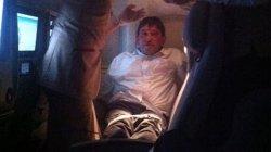 Экипажу лайнера компании Emirates пришлось связать неугомонного немца, пытавшегося закурить в полете