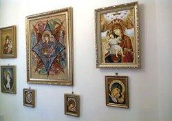 Выставка янтарных икон открылась в храме святителя Луки в Гродно