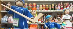 Сувеніры да чэмпіянату: галкіпер у лапцях і фанерная пласціна за 50 тысяч