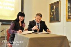 Договор о сотрудничестве заключили Национальный музей «Дворец великих князей литовских» и музей «Замковый комплекс «Мир»