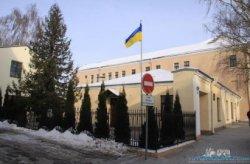 В Гродно около здания Почетного консульства Украины появились цветы и свечи