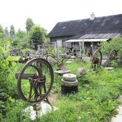 Белорусский философ создал в Мядельском районе необычный музей старинных жерновов