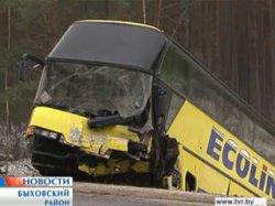 На автодороге Витебск – Гомель столкнулись туристический автобус и легковой автомобиль