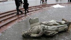 Упершыню за 350 гадоў апосталаў з фасада Гродненскага Кафедральнага касцёла знялі на рэстаўрацыю