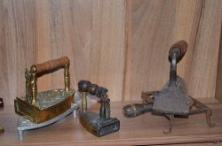 Глусский музей пополнился новой коллекцией утюгов