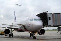 Туркомпании не бронируют туры с вылетом из Киева. Туристам предлагается альтернатива – лететь через Минск или Москву