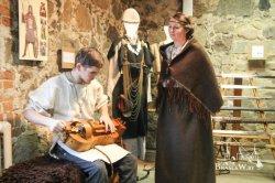 У браслаўскім музеі традыцыйнай культуры адкрылася выстава строяў, даспехаў і зброі