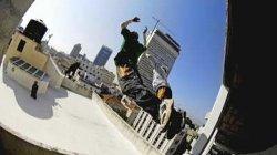 Туристы скачут по крышам в Тель-Авиве (видео)