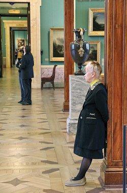 Белорусские пенсионеры возмущены ценами на билеты в питерские музеи