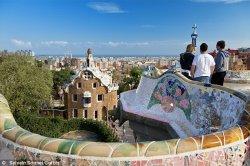 Барселону захватила волна бесконтрольного туризма, не приносящего казне дохода
