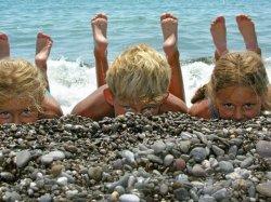 В Болгарию – через Польшу и лагеря Словакии – вместо крымских. Как поменялись программы детского отдыха этим летом?