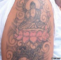 Британскую туристку депортируют из Шри-Ланки из-за татуировки с Буддой