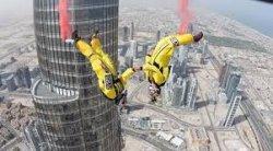 Новый мировой рекорд в Дубае: двойной прыжок с башни Бурдж Халифа