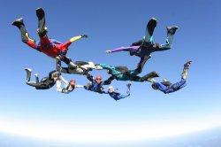 На выходных: винная дегустация, парашютная акробатика или «Ретро-Минск»