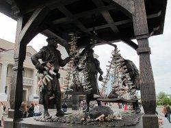 Рождение новой традиции: туристы засыпают мелочью «Городские весы»