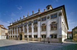 В память о Гавеле в Праге появилась «лавочка для дискуссий»