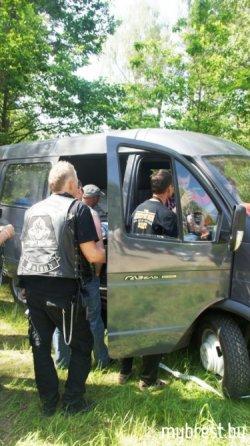Перед выездом на мотопарад в Брест байкеры прошли экспресс-тест на алкоголь
