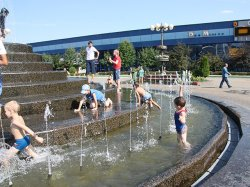 Столичные фонтаны благополучно пережили начало купального сезона