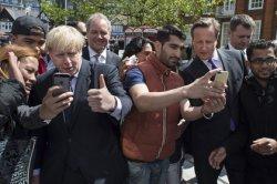 Самым популярным городом у любителей «селфи» (фотографические автопортреты) стал Лондон