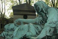 У туристов в Европе растет популярность экскурсий на кладбища