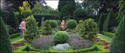 Сад Abbey House привлекает сотни нудистов