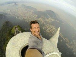 Фотограф сделал первое в истории селфи на вершине 38-метровой статуи Христа