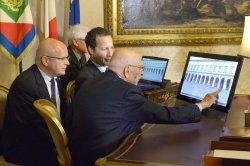 Турист может совершить виртуальный тур по резиденции итальянского президента либо отправиться по воскресеньям на традиционную экскурсию
