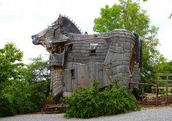 В Бельгии появился отель в виде троянского коня