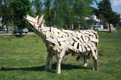 Каля аўтастанцыі ў Браславе з'явіліся драўляныя каровы