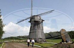 Изюминкой агроусадьбы «Николин остров» в Светлогорском районе является действующая ветряная мельница