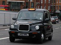 По всей Европе проходят забастовки таксистов, которые выступают против мобильного приложения, позволяющего вызвать такси с помощью смартфона