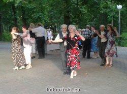 В бобруйский парк вернулись танцы в стиле ретро