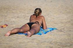 Пуританская Паланга: загоравшая топлес девушка вскоре пожалела об этом