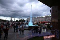 В Витебске на площади Победы включили светодинамические фонтаны