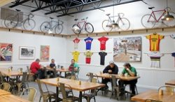 В Барселоне появился  сервис FixedLover, позволяющий найти заведение, куда можно прийти со своим велосипедом