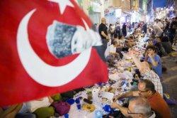 На время священного Рамадана Турция подешевеет для россиян и гостей из мусульманских стран