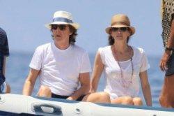 Пол Маккартни со своей женой отдыхает на Ибице