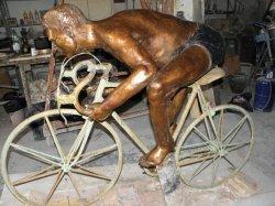 В Италии украли памятник велосипедисту