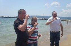 Замминистра, мэр Варны и областной управляющий лично продемонстрировали чистоту морской воды