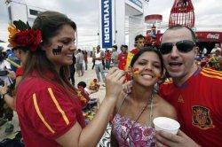Европейцы считают испанских туристов самыми веселыми и щедрыми