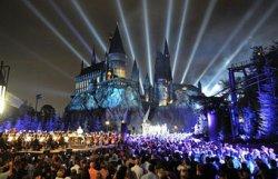 В Осаке три тысячи человек целую ночь ждали открытия комплекса аттракционов, посвященных Гарри Поттеру