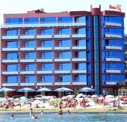 Болгарский отель Sunny Bay отказал в заселении туристам, которые забронировали номера по интернету